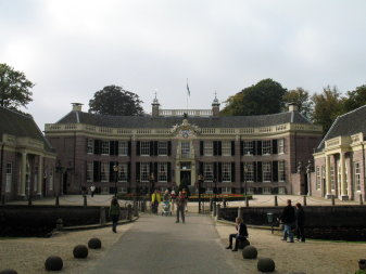 [photo of Castle Groeneveld]